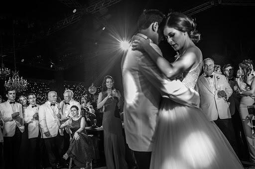 Wedding photographer Víctor Martí (victormarti). Photo of 14.02.2016