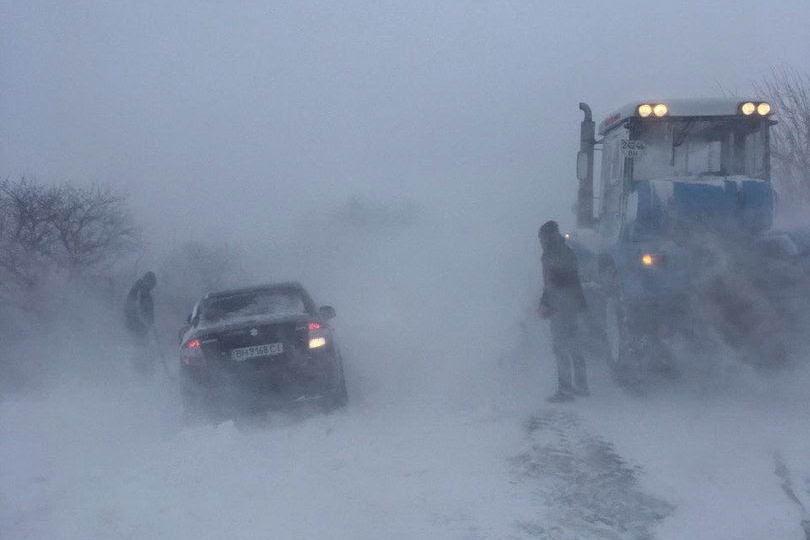 mVaAUgXTGqDiHu3P3tKj9RBqJObBFrRhDKCAxIqzB4rDooDBXmEzsI4bmQqTEFiFHdur0gLGEzBHDGs=w1440-h810-no Жуткая ночь: 100 автомобилей застряли на одесской трассе в снежном плену