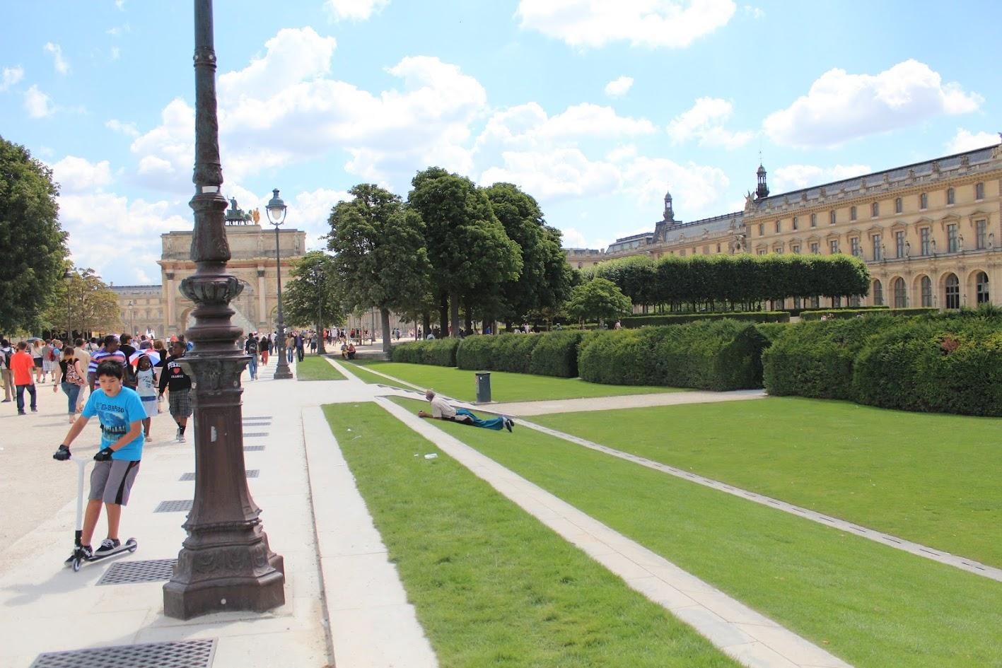 ALLAN KARDEC EM PARIS » Palácio do Louvre & Jardim das Tulherias