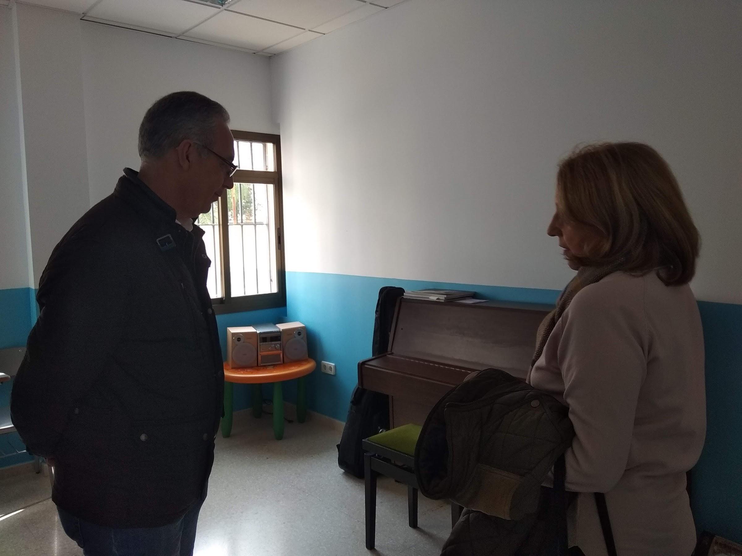 Lozano se compromete a buscar mejoras para las instalaciones de la escuela municipal