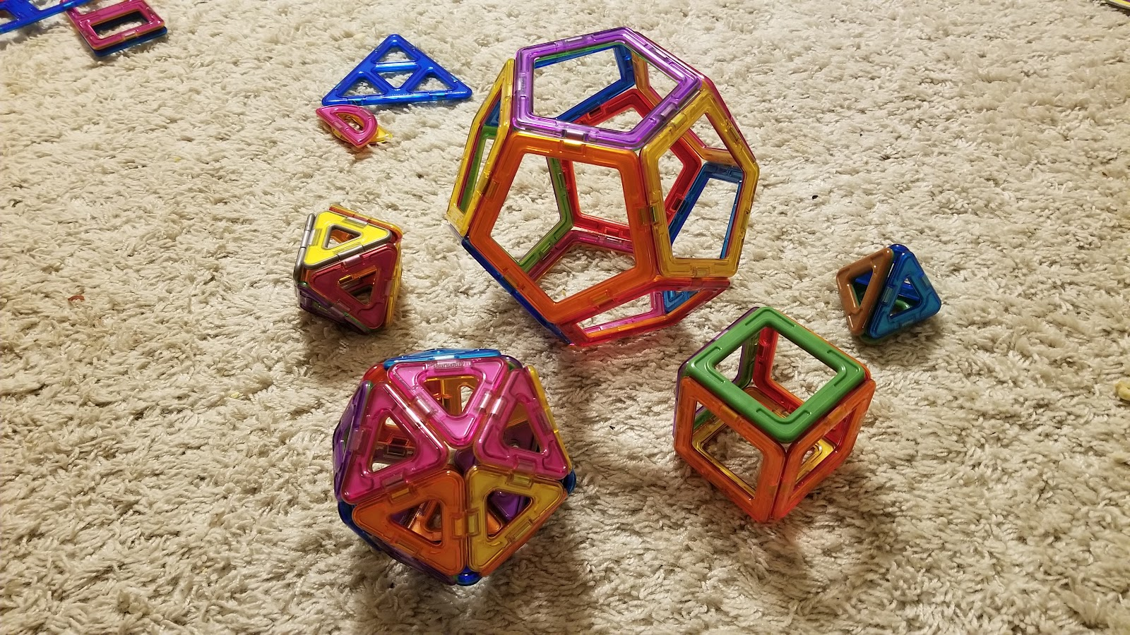 polyhedra of different number of sides built from building magnets