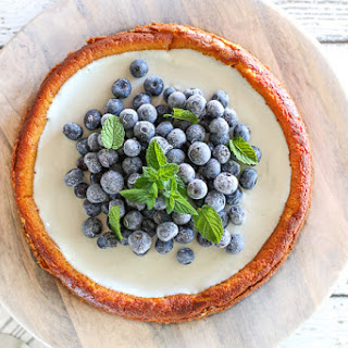 Italian Style Cheesecake w. Blueberries & Mint