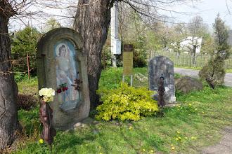Photo: Bartultovice - Boží muka sv.Floriána, patrona hasičů z roku 1600, Radwanského desky z období třicetileté války a bludného kamene z období pleistociánu (původně z Pitárné)