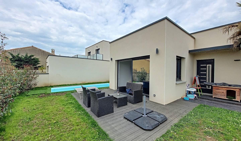 Maison contemporaine avec piscine et jardin Mours-Saint-Eusèbe