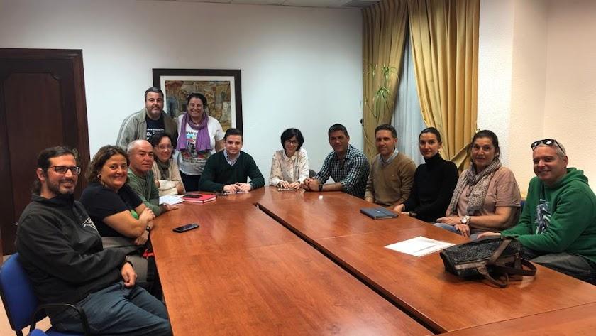 José Luis Llamas junto a representantes de entidades medioambientales, en una reunión de hace semanas.