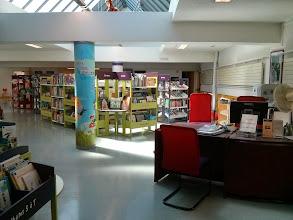 Photo: Médiathèque Anatole France (Trappes) Espace jeunesse / entrée
