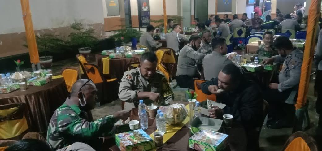 Sahur Bareng TNI-Polri dan Masyarakat Kunci Sinergitas Tanpa Batas Membaur Menjalin Kekeluargaan