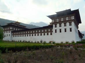Photo: Der Dzong ist Amtssitz des Königs und Kloster zugleich.
