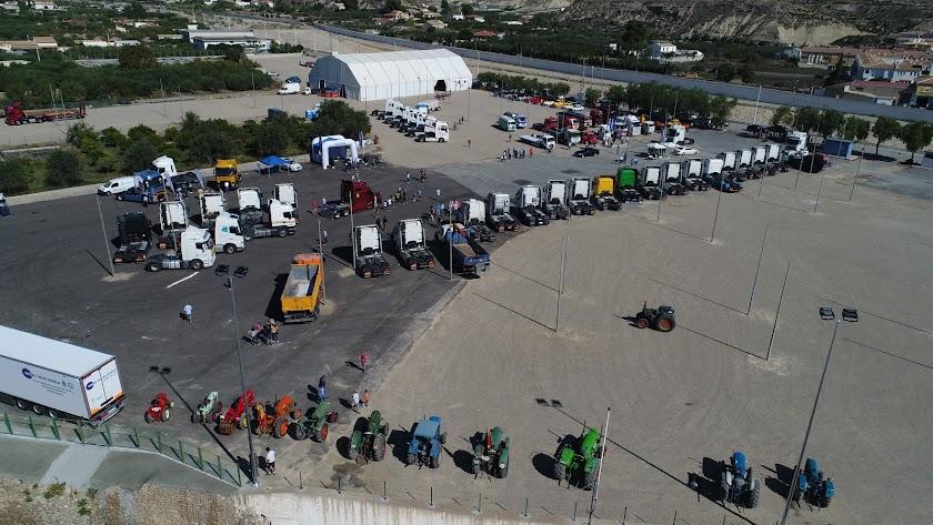 Vista aérea del nuevo Recinto Ferial de Albox donde se han dado cita este fin de semana camiones de todas las épocas.