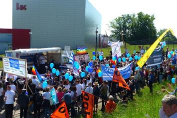 Frieden geht - Teilnehmerinnen der Kundgebung Heckler&Koch verkleinert.jpg