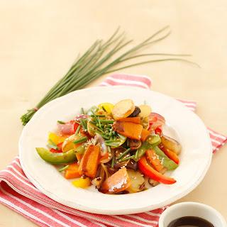 Kürbis-Kartoffelgröstl mit Paprika und Zwiebeln