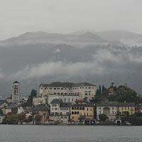 L'isola nel grigio. di