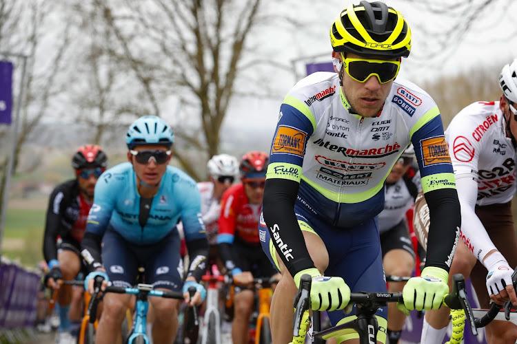 """Nederlander loopt gebroken rib en klaplong op door val in Parijs-Roubaix: """"Laatste koers voor Intermarché"""""""