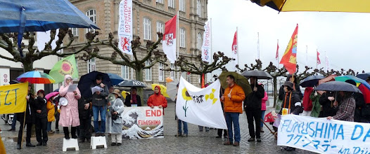 Photo: Sayonara Genpatsu – gegen Atomkraft Erinnerung an Fukushima: Zwischen Schlossturm und Rathaus wurde am 9. März 2013 in Düsseldorf protestiert Foto: Uwe Koopmann http://dkp-rheinland-westfalen.org