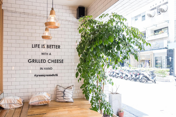 YumYum Deli 東區216巷IG打卡熱門店.創意美式乳酪三明治