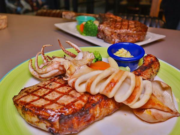 私藏精緻排餐|好友共享超大肋眼戰斧牛排,戰斧豬排加入乳酸菌肉質更嫩更香甜.二樓包廂開趴聚餐超方便