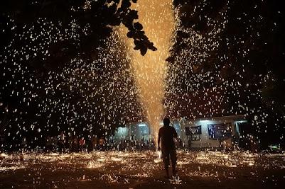 Lichterfest am Tempel im Dorf Long Khot