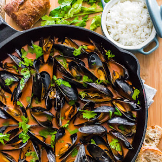 THAI COCONUT CURRY MUSSELS.