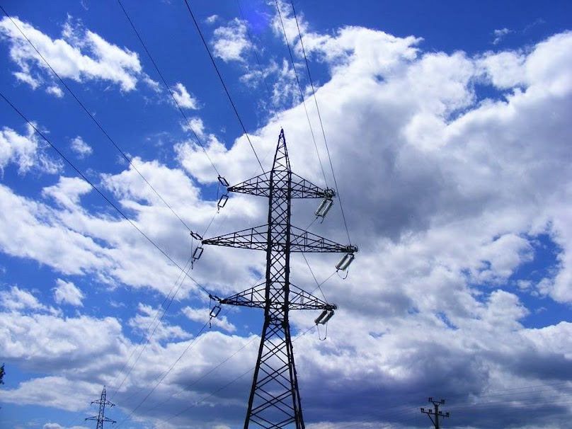 Procedury związane z budową przyłącza prądu mogą trwać nawet kilka miesięcy