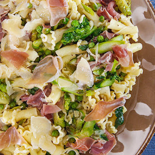 Rachael'S Spring Pasta with Peas, Asparagus, Prosciutto and Onions Recipe