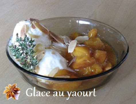 Glace au yaourt et poêlée d'abricots au thym