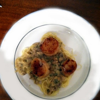 Seared Scallops with a White Wine Cream Sauce