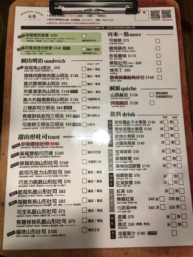 2018/2/4 中午時段用餐 (2店只收預約客人,要現場排隊的要來1店) 我們點了四份餐點: A早餐漢堡肉套餐:覺得蠻好吃的,但是漢堡肉太小 B海鹽焦蕉山形吐司:很特別的味道 C花生乳酪山形吐司:還