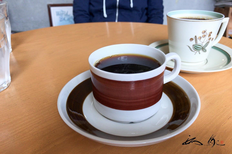 個性的な珈琲カップで、至福の一杯を。。。