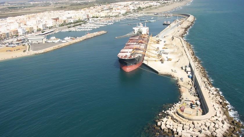 Desde Garrucha se exportaron en 2020 más de 7 millones de toneladas de yeso.