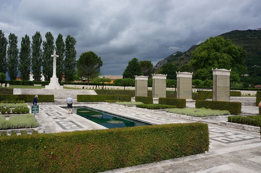 A quaint monument in Monte Cassino Cemetery (2015)
