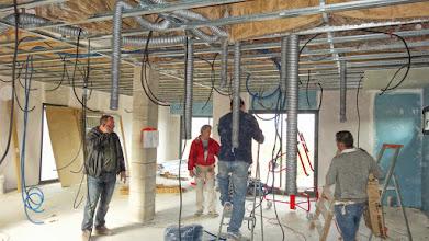 Photo: Open plafonds en heel veel leidingen ...