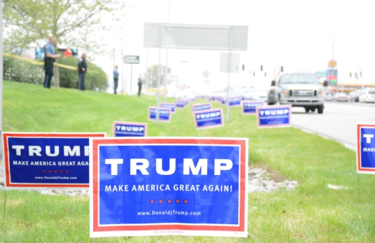Billedresultat for trump signs in indiana