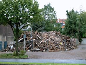 Photo: Übrig bleibt ein Haufen Schutt und Holz