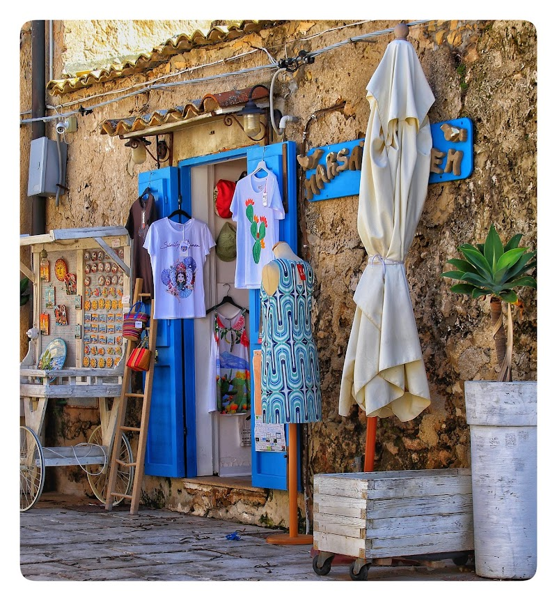 Shopping in cartolina...... di Dayana