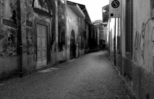 Il silenzio del vicolo di _Chiara_