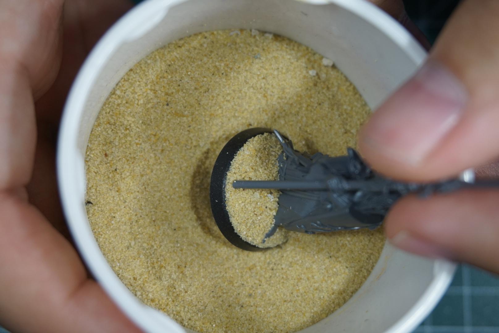 Minijatura nakon uranjanja u posudu s pijeskom