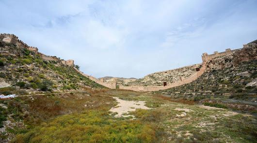 Almería: del proteccionismo a la extravagancia, por Pedro M. de la Cruz