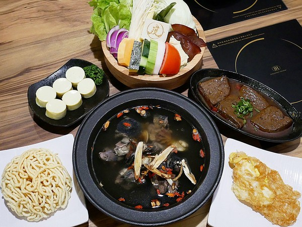 虎澤拾鍋-嘉義火鍋新開幕 種類豐富、食材新鮮 想輕鬆吃火鍋來這邊就對了