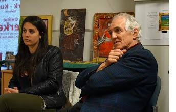 Photo: Lesung Angelika Ditha-Morosowa und Finissage Athina T./ Lior Hatzis am 13.5.2014. Foto: Peter Skorepa. Walther Mann und eine junge Zuhörerin
