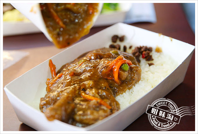 桌上賓中式快餐黑胡椒牛肉飯2