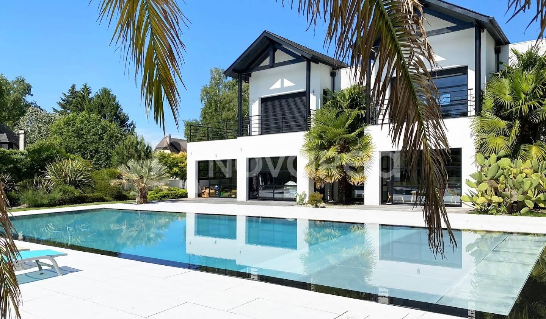 Villa avec piscine et terrasse Pau