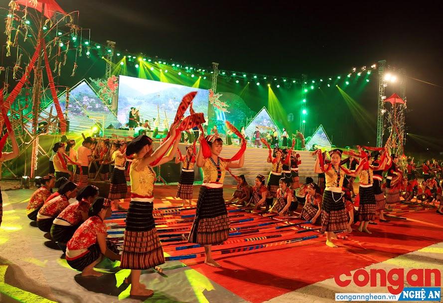 Trang phục truyền thống của đồng bào dân tộc Thái