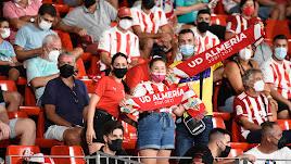 Aficionados en el Almería-Málaga.