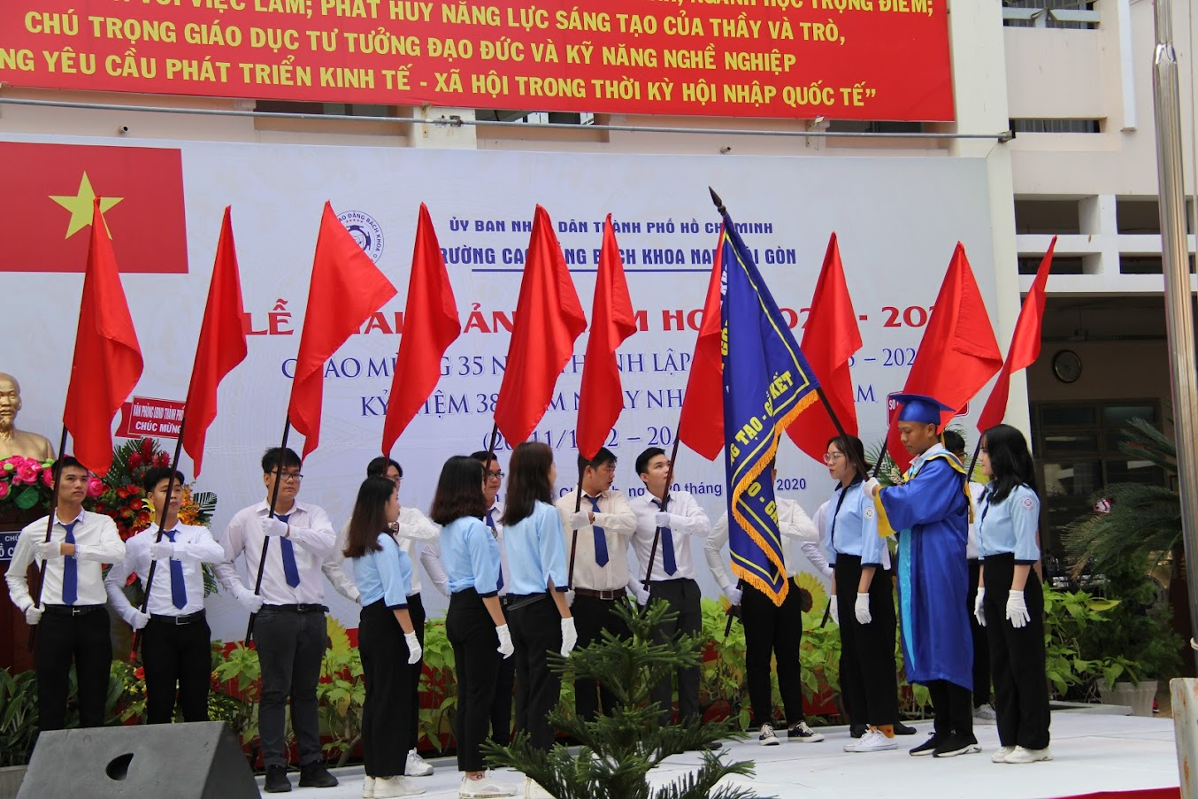 Lễ trao cờ truyền thống