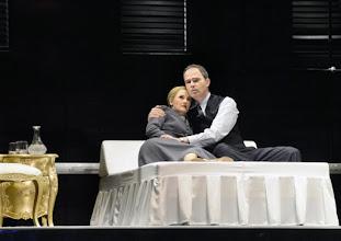 Photo: EVITA im Wiener Ronacher. Premiere am 9.3.2016. Katharine Mehrling und Thomas Borchert. Copyright: Barbara Zeininger