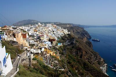 Вид на город Фира сверху