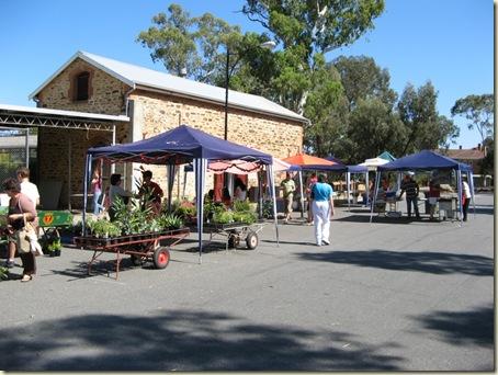 Barn Market 010