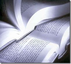 a9_bb_livros_aberto_um_em_cima_do_outro_