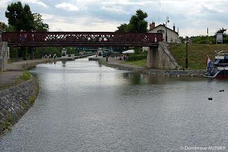 Photo: Vue sur l'entrée du pont canal depuis le port de commerce. C'est une ancienne photo de 2010