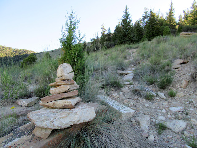 Cairn marking a switchback on the trail